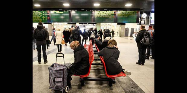 Alerte à la bombe à Anvers-Central: les gares de Charleroi et Bruxelles-Midi fouillées - La DH