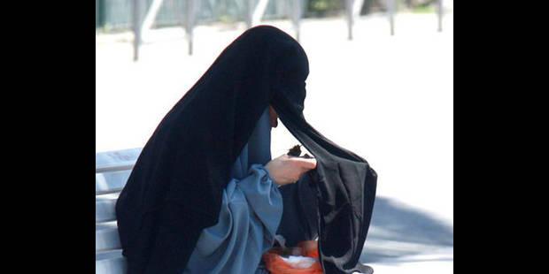 La jeune femme en niqab contrôlée à Molenbeek porte plainte contre la police - La DH