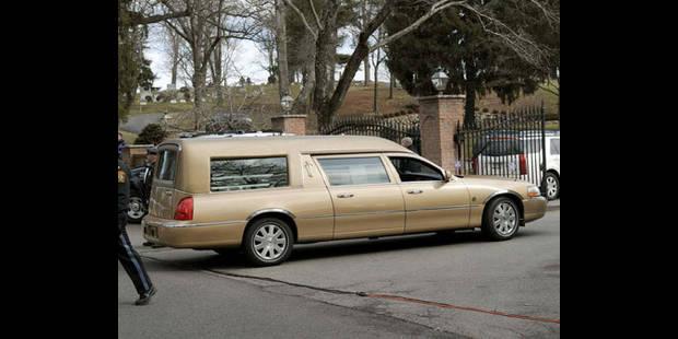 La chanteuse Whitney Houston enterrée près de son père - La DH