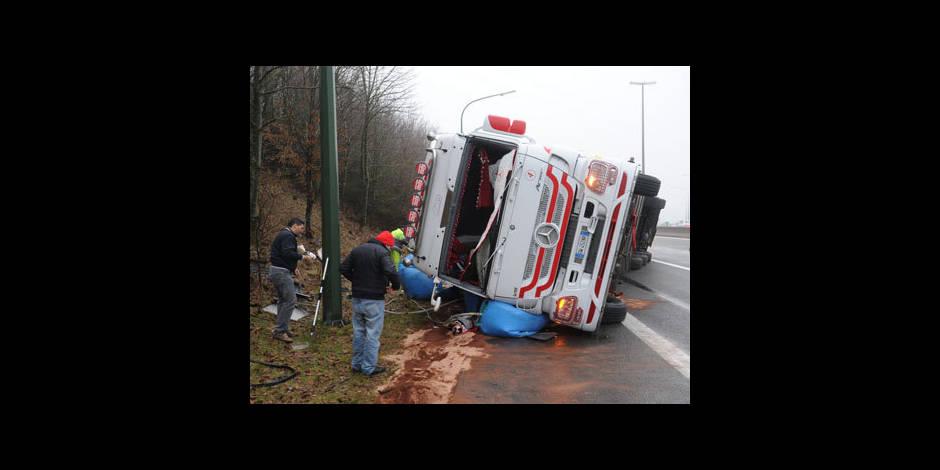 un camion transportant de la viande accident sur la e25 la dh. Black Bedroom Furniture Sets. Home Design Ideas
