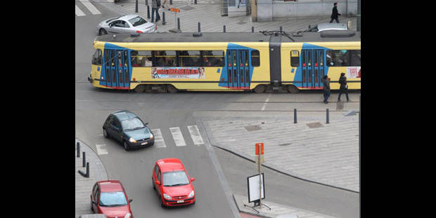 Ancien détenu, il commet un sacjacking dans un tram bruxellois - La DH