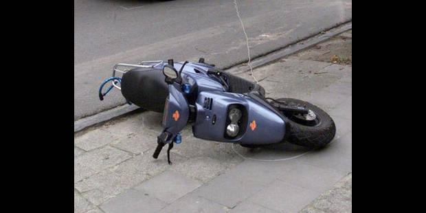 Un motard de la police percuté par un véhicule sur la E411 - La DH