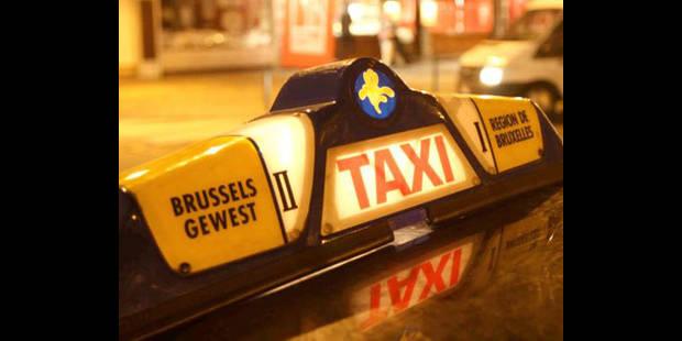 Les taxis bruxellois adopteront bientôt des damiers noir et orange mangue - La DH