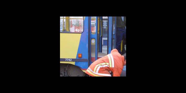 Ixelles: couché sur les voies, il perd la vie écrasé par un tram - La DH