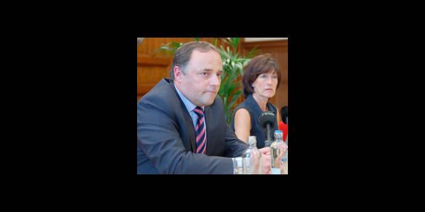 Onkelinx maintient sa confiance au Dr. Van Ranst - La DH