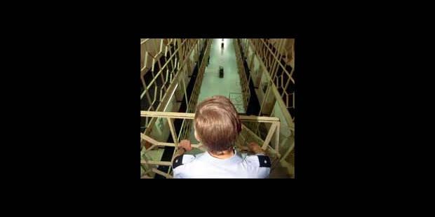 Mandat d'arrêt confirmé du gardien de la prison de Forest - La DH