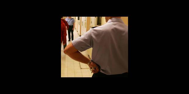 Gardien de prison arrêté - La DH