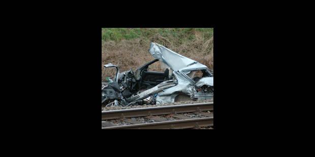 Une policière tuée par un train - La DH
