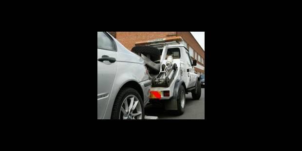 Des milliers de voitures bloquant des garages - La DH