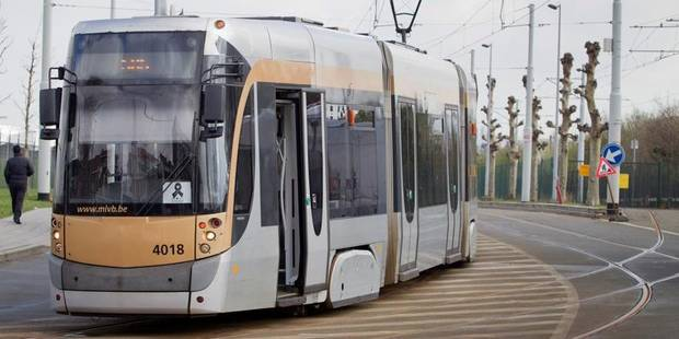 Une suicidaire se jette sous le tram - La DH