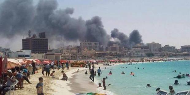 La photo qui choque: La ville est en feu, mais ils se baignent - La DH