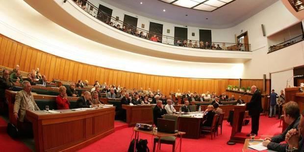 La majorité fédérale tente de gonfler les pensions des élus provinciaux - La DH