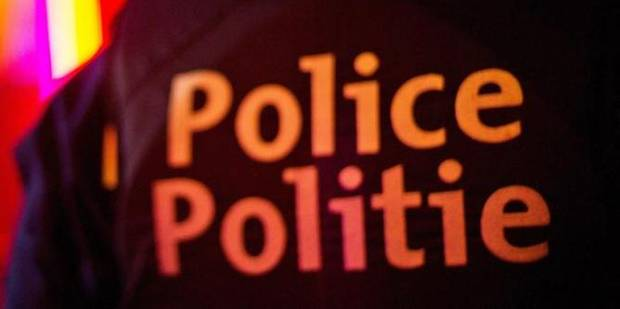 Vingt sans-papiers arrêtés lors de contrôles de phone-shops à Bruxelles - La DH