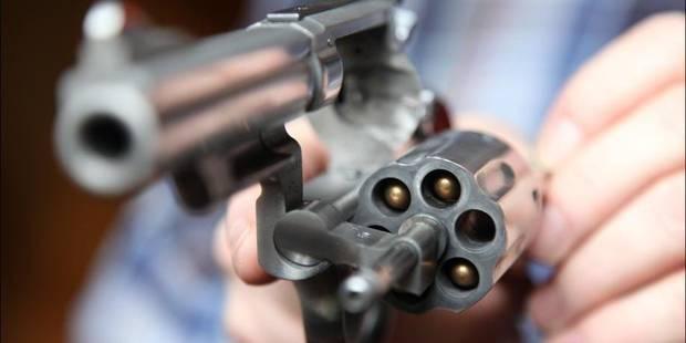 Charleroi: un tir d'arme de chasse en pleine face - La DH