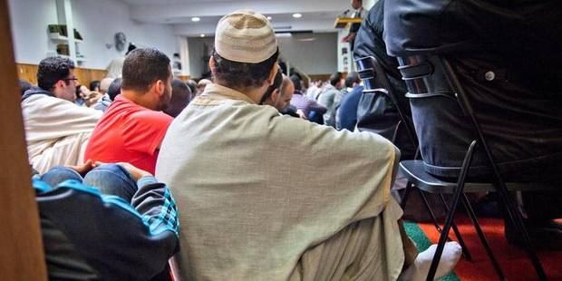 Un journaliste néerlandais retenu une heure dans une mosquée à Paris - La DH