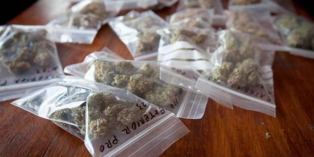 500 g de cannabis lancés d'une voiture - La DH