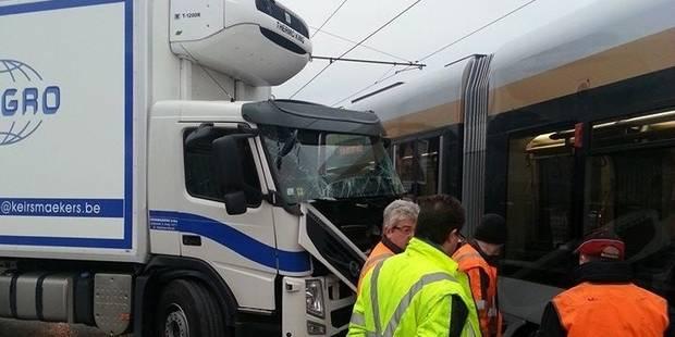 Deux collisions avec des trams - La DH