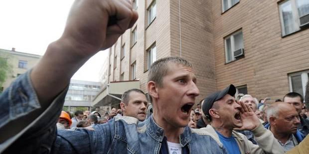 Ukraine: Les policiers ukrainiens assiégés abandonnent leur QG - La DH