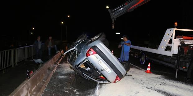 Marchienne-au-Pont: une voiture sur le toit - La DH