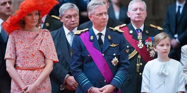 Un millier de personnes accueillent la famille royale à Bruxelles (Photos) - La DH