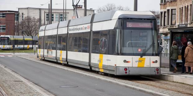 Une femme entre la vie et la mort après avoir été percutée par un tram à Anvers - La DH