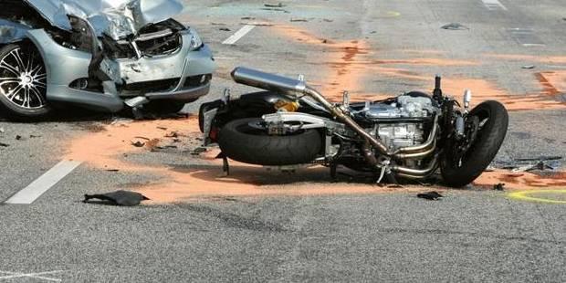 Un motard tué sur le coup après avoir heurté un tracteur à Frasnes-lez-Anvaing - La DH