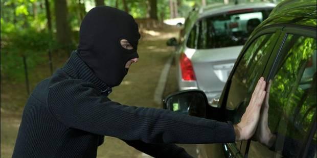 Anderlecht : une quinquagénaire se fait carjacker sa Mercedes et arracher son collier - La DH