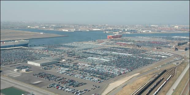 35 clandestins découverts dans un bateau parti de Zeebrugge - La DH