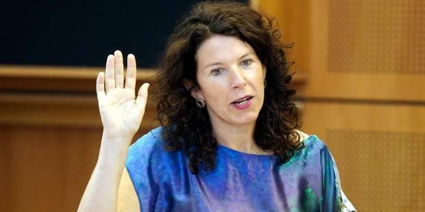 """Prof prié de ne pas révéler son homosexualité: Bianca Debaets dresse un parallèle avec """"Femme de la rue"""" - La DH"""
