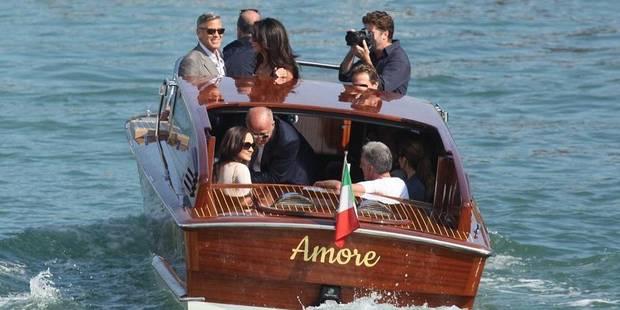 """Clooney et Amal débarquent à Venise à bord du bateau-taxi """"Amore"""" - La DH"""