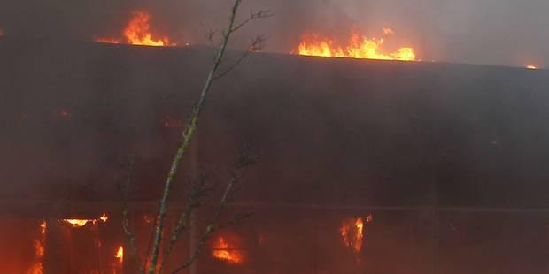 Un hangar, où de la paille était stockée, détruit par un incendie à Soumagne - La DH