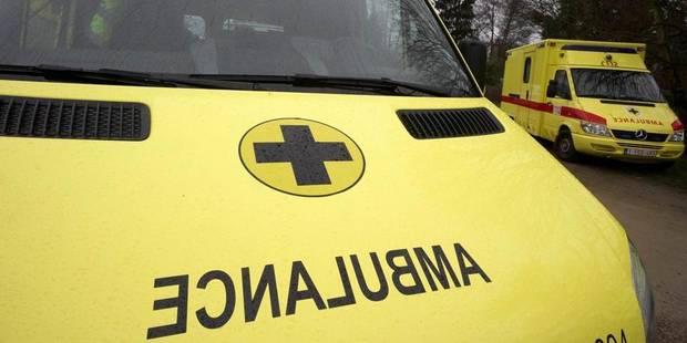 Buzet: un camion percute une voiture sur la bande d'arrêt d'urgence - La DH