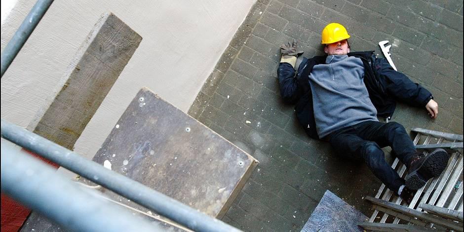 Deux patrons répondront d'une chute d'échafaudage d'un ouvrier en situation irrégulière - La DH