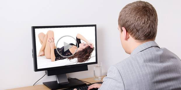 La télé peut-elle être considérée comme un préliminaire sexuel visuel de choix? - La DH