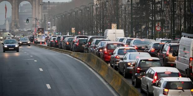 """""""Contrôles pointilleux"""" menés par la police: chaos dans Bruxelles, les grands axes visés - La DH"""