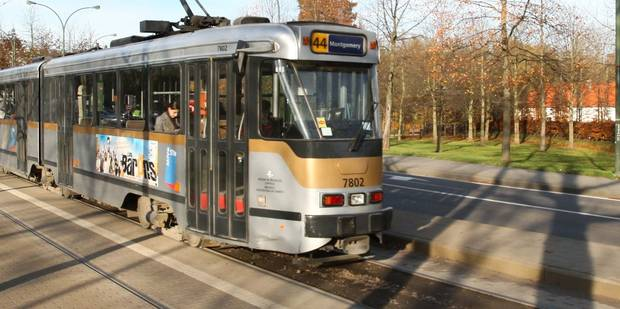 Un piéton blessé après avoir été heurté par un tram à Bruxelles - La DH