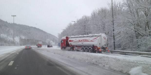 Neige et verglas: des conducteurs font demi-tour sur l'autoroute ! (VIDEOS) - La DH