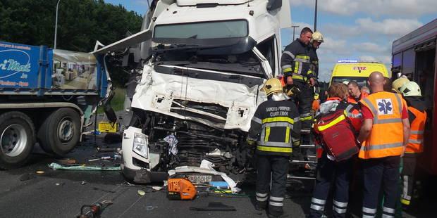Heppignies: une collision entre deux poids lourds engendre des embouteillages sur l'E42 - La DH
