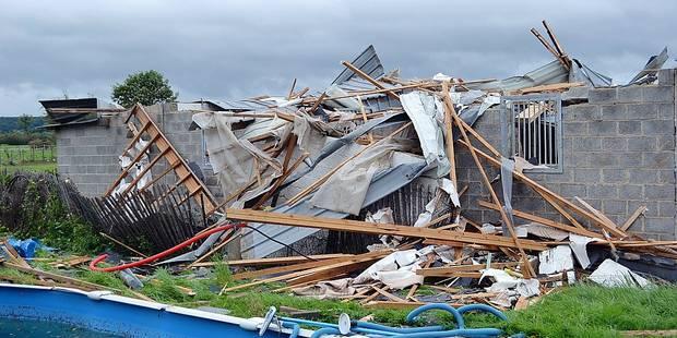 Melreux: Des ballots de 350 kg emportés par-dessus les toits - La DH