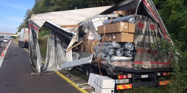 Courcelles : collision entre deux camions sur la E42 - La DH