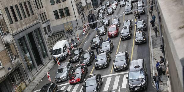 """Une piste cyclable rue Belliard à Bruxelles est """"une absurdité"""" - La DH"""