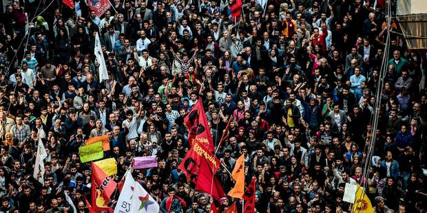 Au lendemain du pire attentat de son histoire, la Turquie commence à enterrer ses morts (PHOTOS & VIDÉOS) - La DH