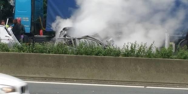 E42: un automobiliste périt dans sa voiture en feu à Chapelle-lez-Herlaimont, la chaussée fermée jusque 21h - La DH