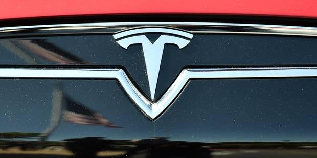 Tesla installe un autopilote sur ses voitures électriques - La DH