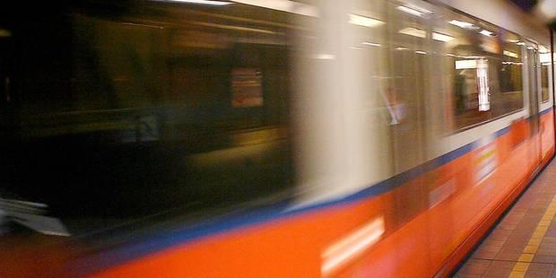 Coup de couteau dans le métro carolo: un jeune a été agressé par une petite bande - La DH