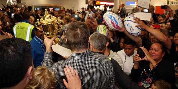 Les All-Blacks accueillis en héros pour leur retour à la maison - La DH