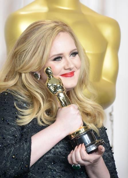 En 2013, lorsqu'elle reçoit l'Award de la meilleure chanson originale de film pour