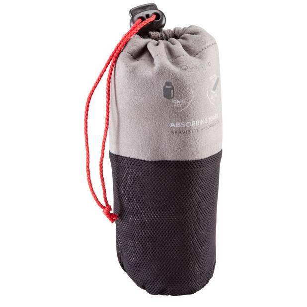 Pour les backpackers. Serviette compacte en microfibres. 106 gr seulement. Decathlon. 9,95€