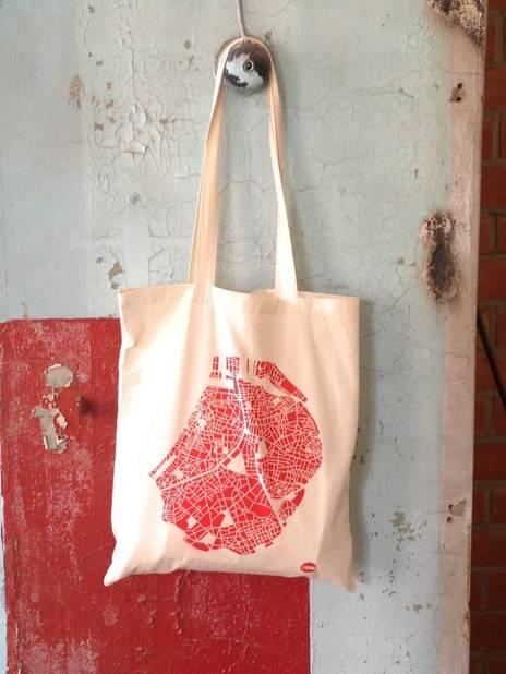 Un tote bag made in Bruxelles, Monsieur Madame, 18€. Dans plusieurs points de vente en Belgique et sur www.monsieur-madame.be/