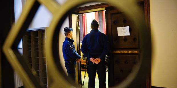 Charleroi: il menace une policière avec un sabre - La DH